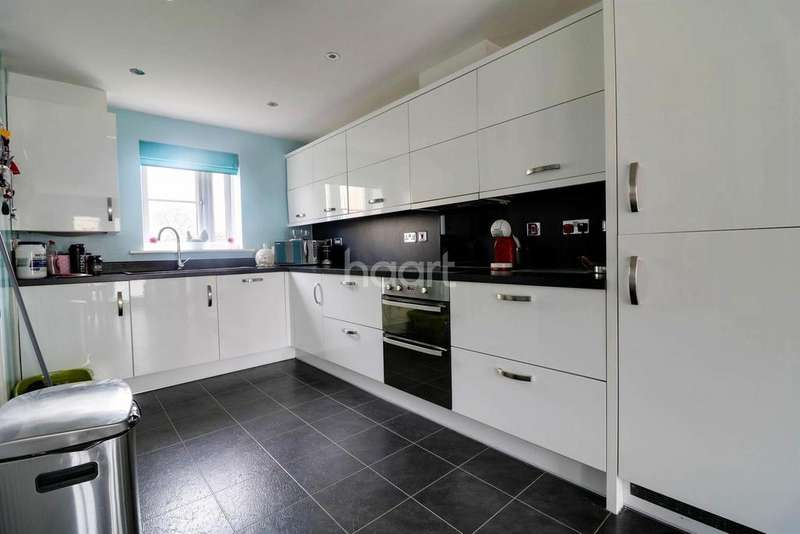 3 Bedrooms End Of Terrace House for sale in Wolseley Drive, Dunstable
