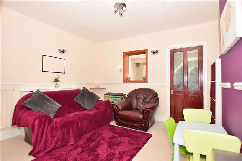 2 Bedrooms Terraced House for sale in Gordon Road, Strood, Rochester, Kent