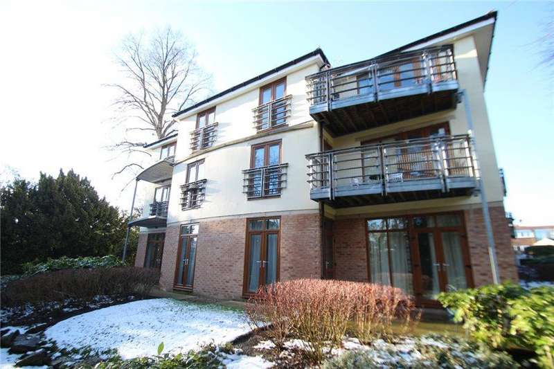 3 Bedrooms Duplex Flat for sale in HARROGATE ROAD, MOORTOWN, LS17 6JB