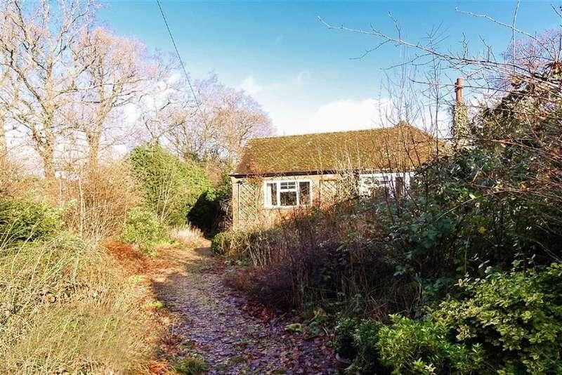 2 Bedrooms Detached Bungalow for sale in Park Lane, Fernhurst, Surrey, GU27