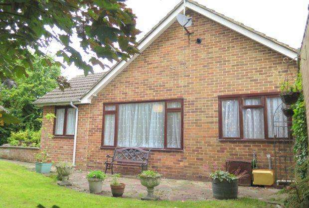 3 Bedrooms Detached Bungalow for sale in RARE FIND. MANSFIELD CLOSE, ASCOT, BERKSHIRE, SL5 8NW