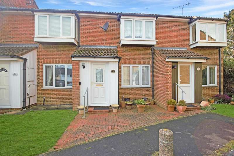 2 Bedrooms Terraced House for sale in Beaufort Close, CM16