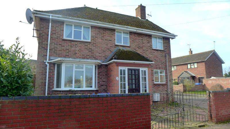 3 Bedrooms Detached House for sale in Forbes Drive, Beccles, NR34