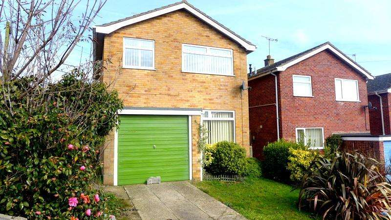 3 Bedrooms Detached House for sale in Ronden Close, Beccles, NR34