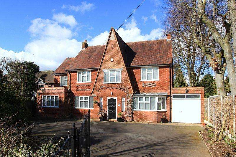 5 Bedrooms Detached House for sale in WOMBOURNE, Sytch Lane