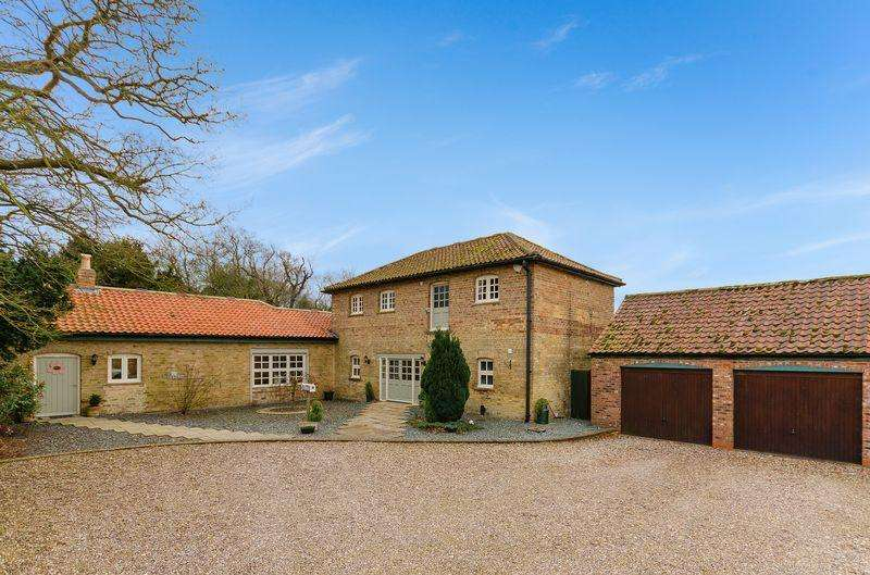 3 Bedrooms Barn Conversion Character Property for sale in 1 The Courtyard, Stainfield, Market Rasen