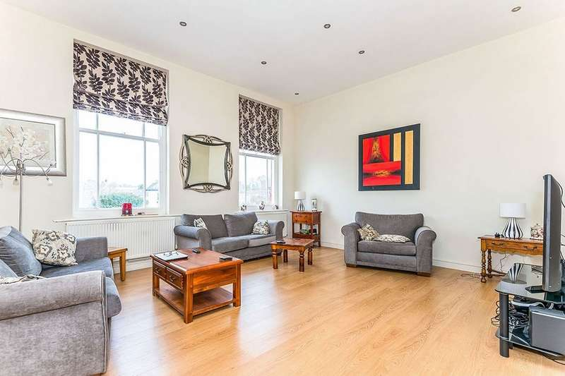 3 Bedrooms Flat for sale in Kings Avenue, Stone, ST15