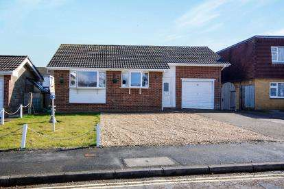 3 Bedrooms Bungalow for sale in Sandown, Isle Of Wight, .