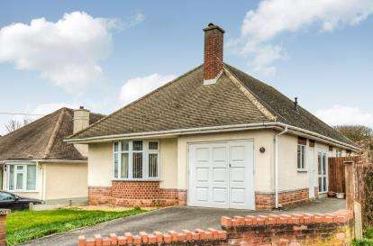 3 Bedrooms Bungalow for sale in Ashford Road, Whitnash, Warwickshire, England