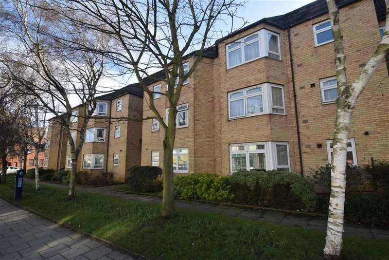 2 Bedrooms Flat for sale in Postgate House, Scarborough, North Yorkshire, YO11