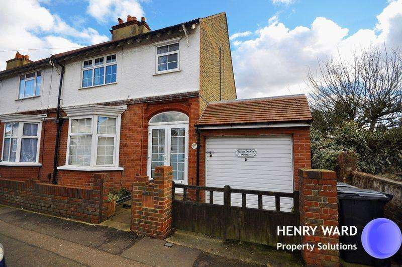 3 Bedrooms End Of Terrace House for sale in Rue de St Lawrence, Waltham Abbey