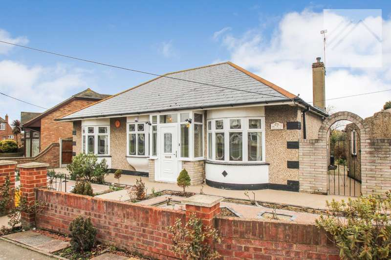 3 Bedrooms Bungalow for sale in The Driveway, Canvey Island - ITS ALL ABOUT THE LOCATION