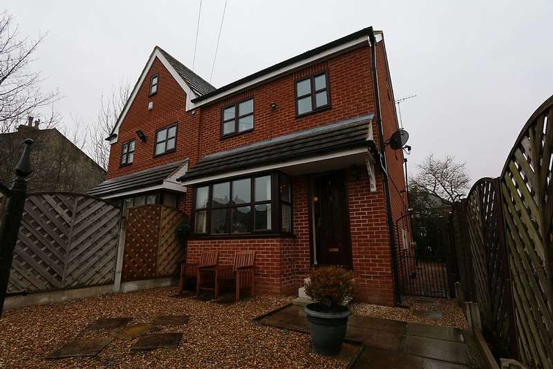 4 Bedrooms Semi Detached House for sale in 4, Freemont Street, Bramley, Leeds, West Yorkshire, LS13 3JB
