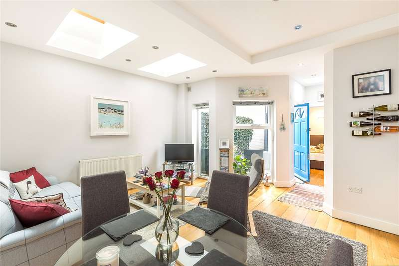 1 Bedroom Flat for sale in Allestree Road, Munster Village, Fulham, London, SW6