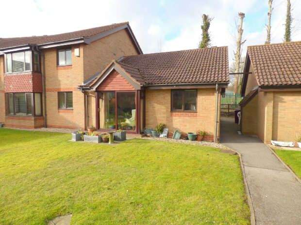 2 Bedrooms Semi Detached Bungalow for sale in Burrcroft Court, Southcote,