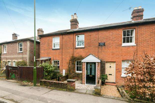 2 Bedrooms Terraced House for sale in Haslemere, Surrey, United Kingdom