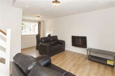 2 Bedrooms Semi Detached House for rent in Highcliffe Court, York, YO30