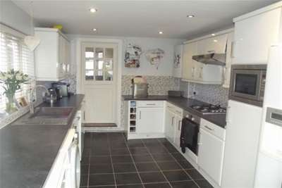 3 Bedrooms Terraced House for rent in Ruskin Avenue