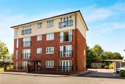 2 Bedrooms Flat for rent in Hollows Court; Hyde; SK14