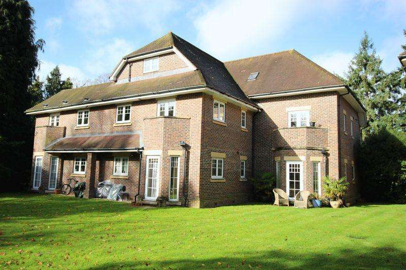 2 Bedrooms Apartment Flat for sale in Lower Kingswood