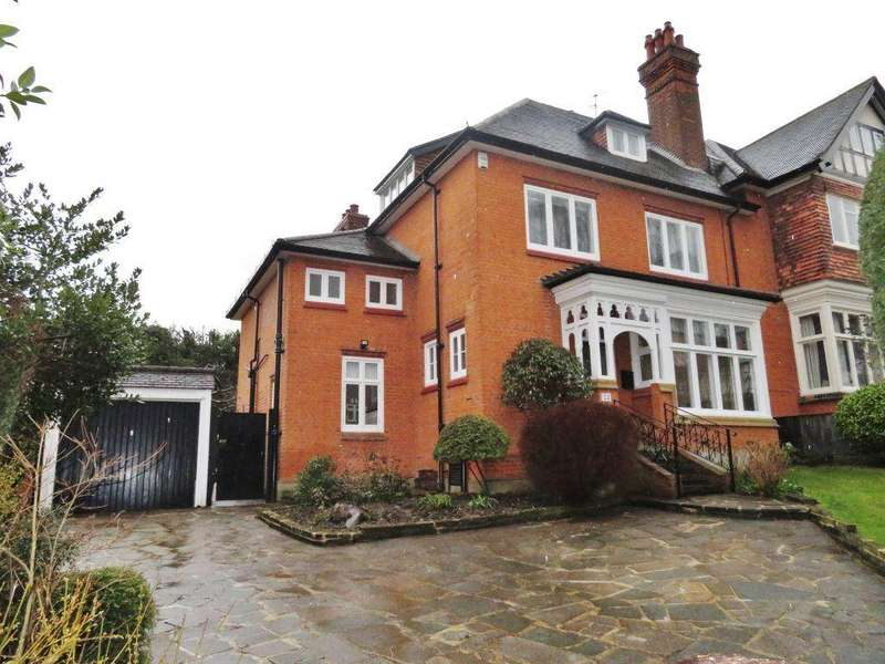 5 Bedrooms Detached House for rent in Ollards Grove, Loughton, IG10