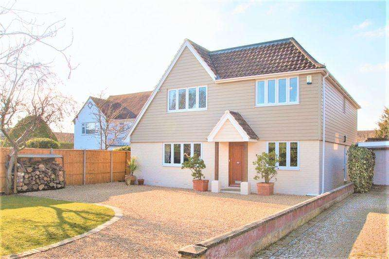 4 Bedrooms Detached House for sale in Willow Way, Aldwick Bay Estate