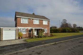 3 Bedrooms Detached House for sale in Errington Close, Ladybridge, Bolton, BL3 4NL