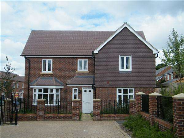 4 Bedrooms Detached House for rent in Rake Way, Andover