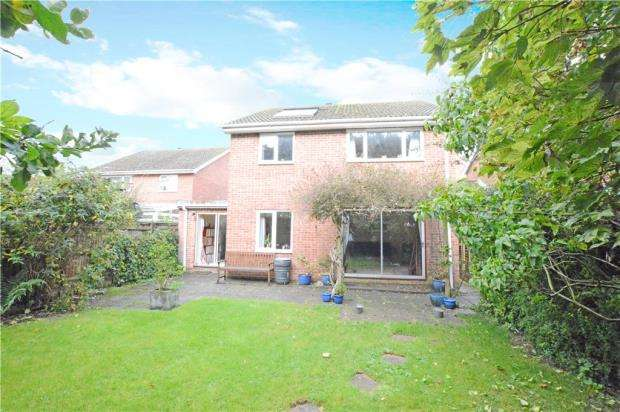 4 Bedrooms Detached House for sale in Northcroft, Wooburn Green, High Wycombe