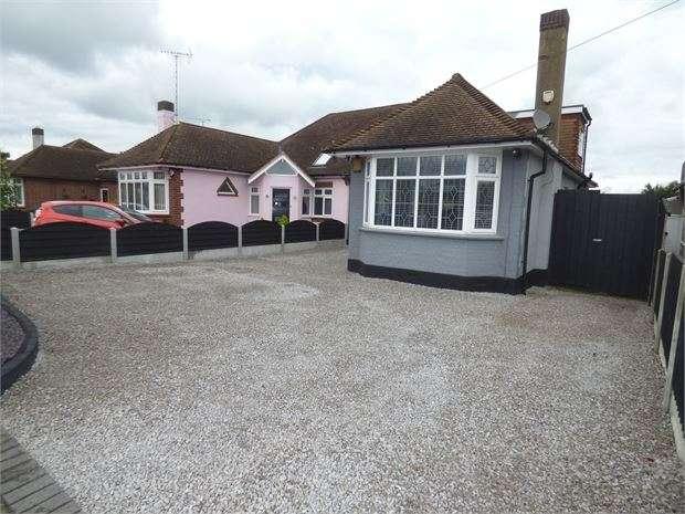 4 Bedrooms Semi Detached Bungalow for sale in Bridgwater Drive, Westcliff-on-Sea, Westcliff on sea, SS0 0DX