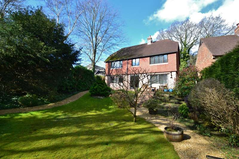 4 Bedrooms Detached House for sale in Corfe Mullen (East End)