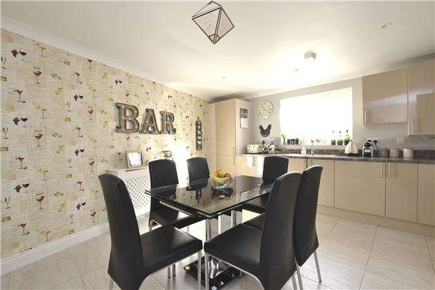 3 Bedrooms End Of Terrace House for sale in Willowbank, Witney, Oxon, OX28 4DQ