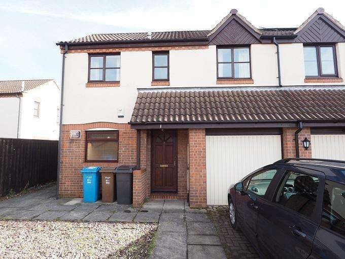 2 Bedrooms Semi Detached House for sale in Marine Wharf, Marina, Hull, HU1 2TY