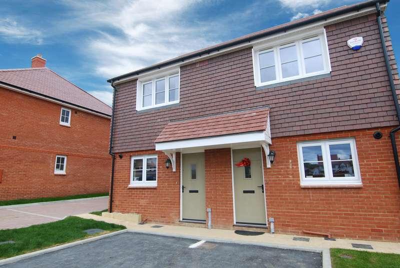 2 Bedrooms Semi Detached House for rent in Hazelwood Close, Tonbridge TN11