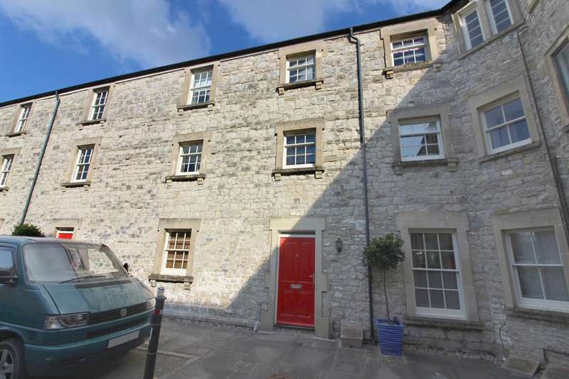 3 Bedrooms Terraced House for sale in West End Court, Shepton Mallet