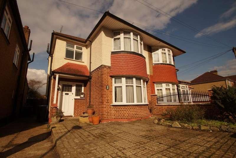 3 Bedrooms Semi Detached House for sale in Broadoak Avenue, Enfield