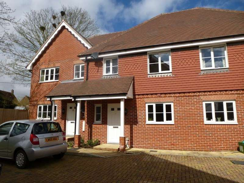 3 Bedrooms Terraced House for rent in Lowbury Gardens, Compton
