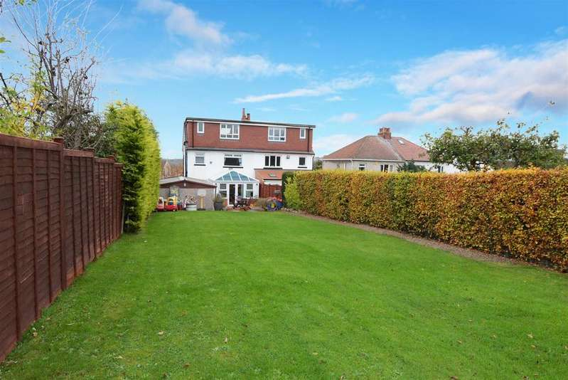 4 Bedrooms Semi Detached House for sale in Hawthorn Drive, Rodley