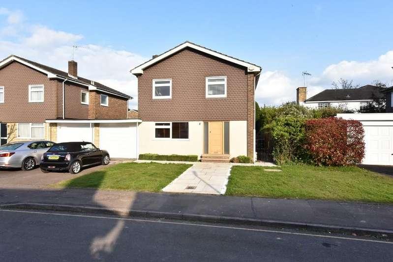 4 Bedrooms Detached House for sale in Kerdistone Close, Little Heath, Herts
