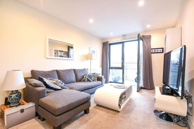 2 Bedrooms Flat for sale in Gwynne Road, Battersea