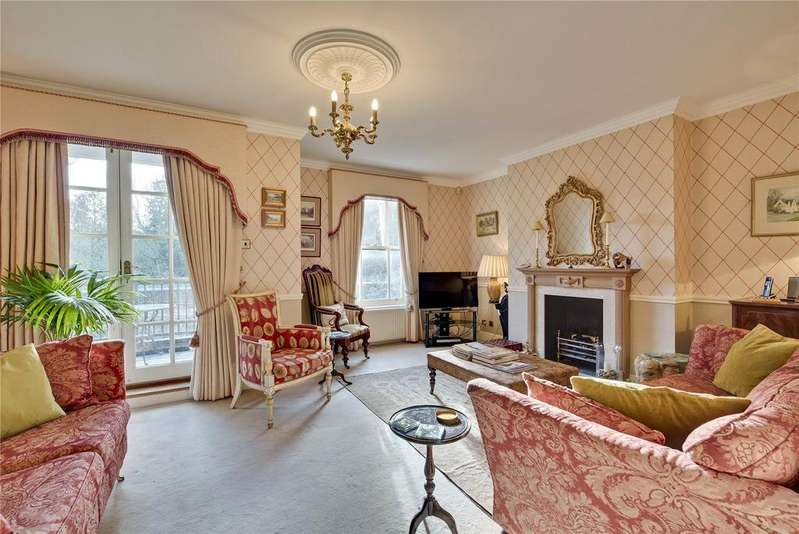 4 Bedrooms Terraced House for sale in Hampton Court Road, East Molesey, Surrey, KT8