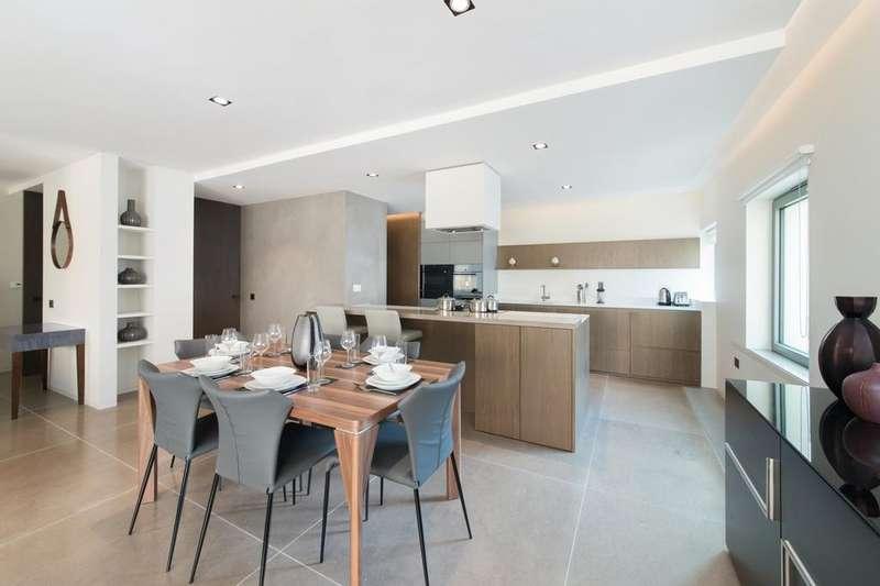 3 Bedrooms Flat for rent in Babmaes Street, St James, London