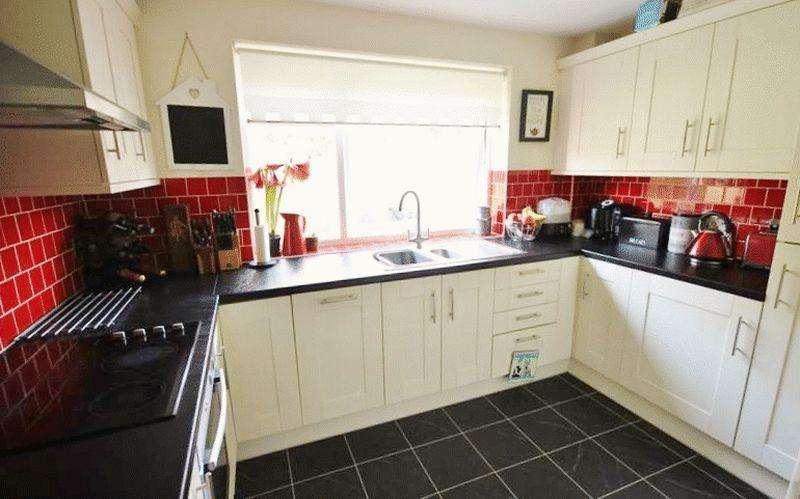 2 Bedrooms Flat for sale in Hillside Road, Whyteleafe