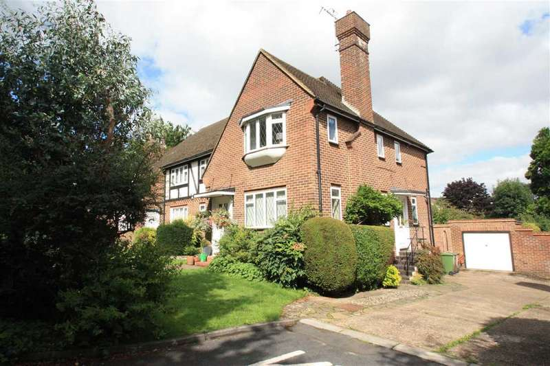 2 Bedrooms Maisonette Flat for sale in Brooke Close, Bushey