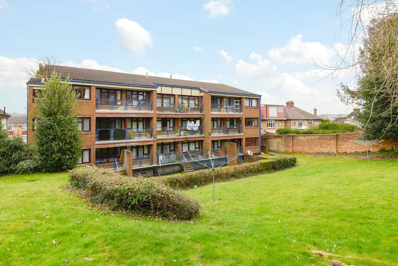 3 Bedrooms Flat for sale in Meridian Court, Buckland Road, Maidstone, ME16