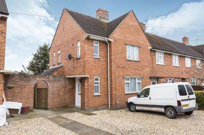 3 Bedrooms Semi Detached House for sale in Cromwell Road, Cheltenham, Gloucestershire, Uk