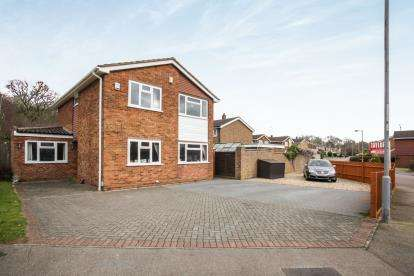 4 Bedrooms Detached House for sale in Brompton Close, Luton, Bedfordshire, Bramingham