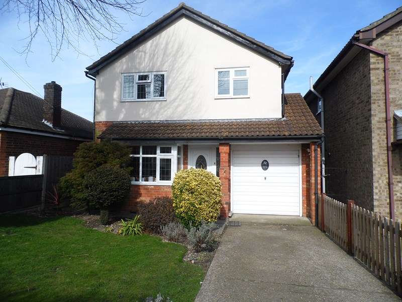 4 Bedrooms Detached House for sale in Grove Road, Rayleigh
