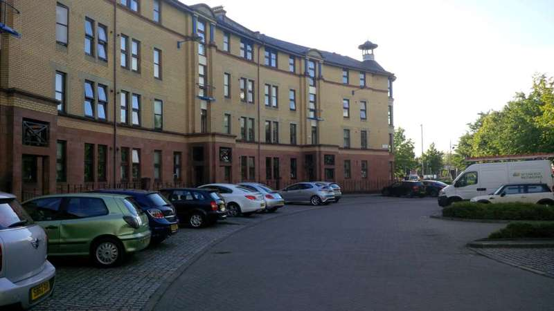 2 Bedrooms Flat for rent in St Ninian Terrace, Gorbals