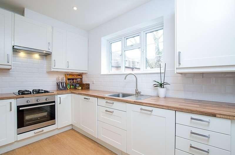 2 Bedrooms Maisonette Flat for sale in Monument Hill, Weybridge, Surrey, KT13